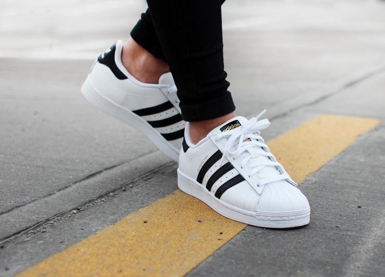 Buty Adidas Superstar C77124 whiteblack   Obuwie  Męskie