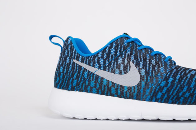 Buty Nike Roshe Run Flight Weight GS 705485 401 | Obuwie
