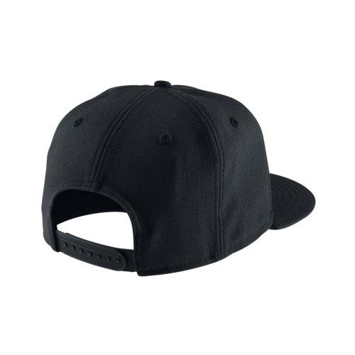 Czapka Nike Pro Swoosh 639534-011. Czapka z daszkiem ... 34a9dcbf26ad